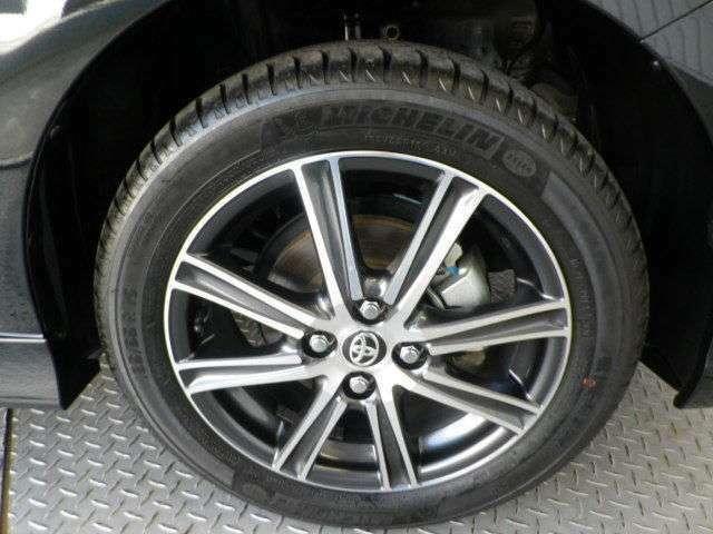 純正16インチアルミ!タイヤサイズは185/55R16です