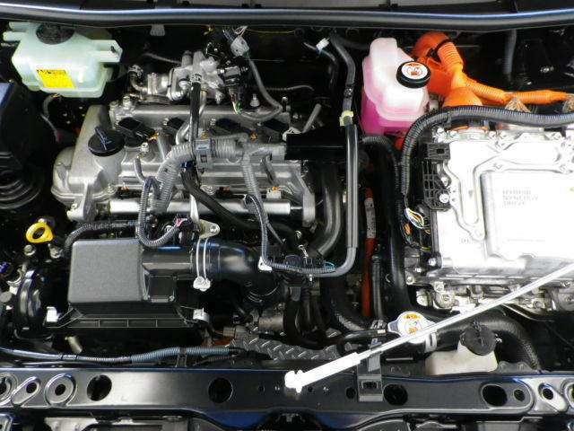 エンジンとモーターが協調して走る先進のハイブリッドシステム。地球環境に優しいパワーユニットです!
