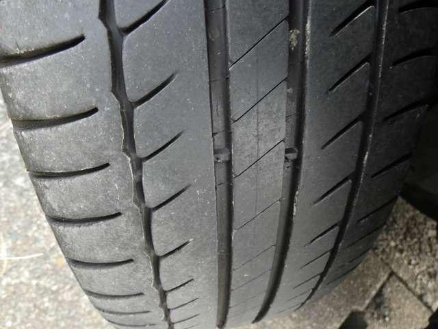 心配のうちの1つはタイヤ!誰が見ても安心出来る位は残っているタイヤです!担当者も自信をもってお勧め出来るタイヤとなっております!もしも残り山に不安を感じる場合はタイヤ交換プランを準備しております。