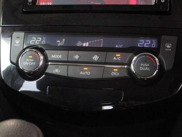 デュアルオートエアコンです。自動で設定した温度に調整してくれるので、とても快適で便利です。