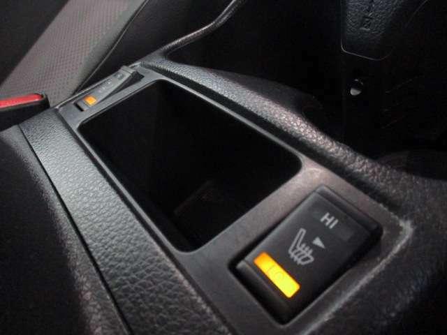 運転席、助手席にはシートヒーターを装備☆