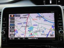 地図も新しい純正ナビゲーションはフルセグTVやBluetoothにも対応しています。