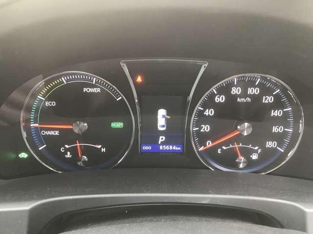 メータも見やすくECOな走り方を助けてくれます♪ハイブリット車なので燃費も良いです!