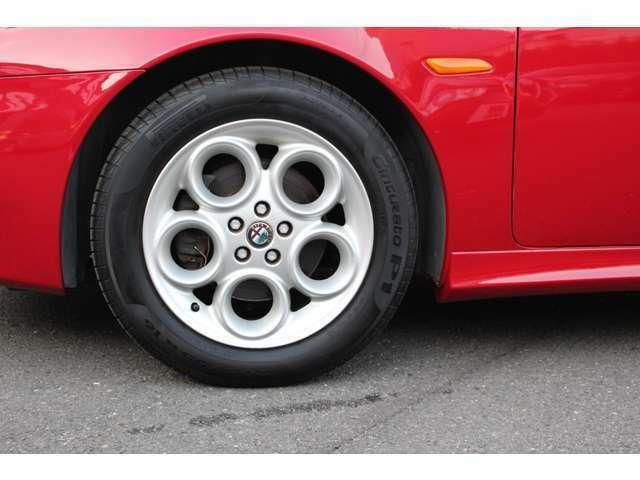 純正16インチアルミホイール タイヤは交換後間もなくまだ十分使用出来ます