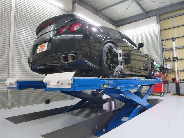 当社はJohn Bean社製 V3400最新ハイエンドモデル 3D4輪アライナー 設置店です。一般車からレースカーまで 超高精度・精密アライメント調整が可能です。