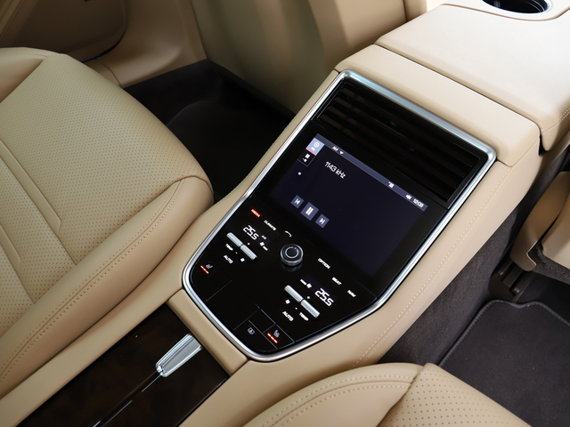 4ゾーンクライメントコントロール装着★新車時オプション参考価格¥279,000-