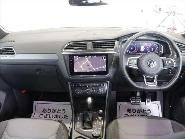 人間工学に基づき設計をされた運転席周りです。