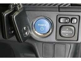 何度も書きますがプッシュエンジンスターター&スマートキーはメーカーオプション装備です。装備されていない車もありますので探す際はご注意ください。