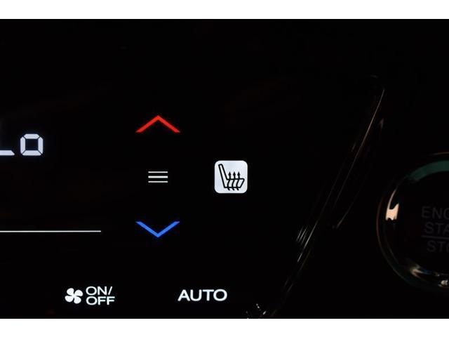 設定温度を維持してくれる便利なオートエアコンが装備されています♪