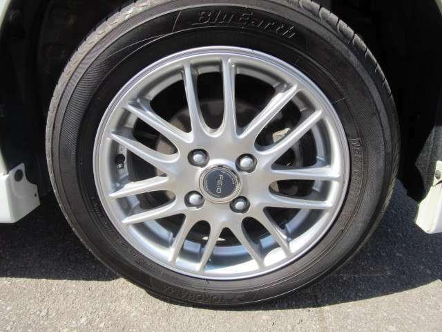 残り溝十分なサマータイヤに社外アルミホイール。スタットレスも標準アルミ付であります。