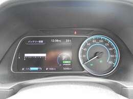 メーター内にて航続可能距離や平均電費などを表示してくれますので充電の目安に非常に便利ですよ。