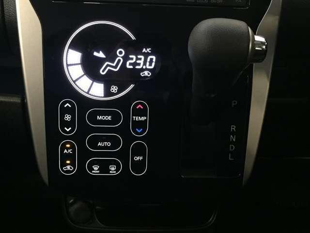 スタイリッシュなタッチパネル式のエアコンが装備されています!