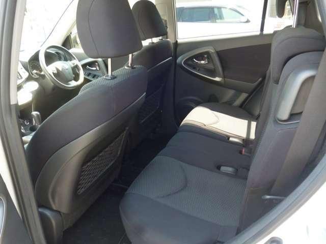 リヤシートも広く、目的地までゆったりとくつろげる空間となっています♪