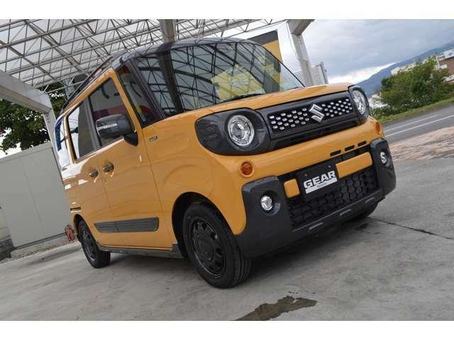 走行4,300キロの内外装、機関共とても良好なアクティブイエローガンメタリック2トーンルーフです