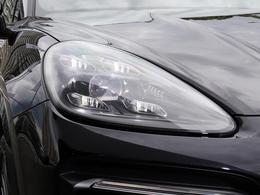 LEDマトリックスヘッドライトは、均一に明るく照らすことで高い安全性をもたらします。