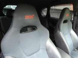 専用STIシート装備!綺麗に乗られていたのでご安心ください。STI製ハーフレザーシートになります。