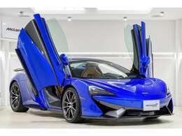 McLarenの代名詞でもあるディヘドラルドア。スパイダーの解放感を更に高めてくれるギミックです。