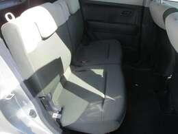 後部座席も乗り降りの際に触れる部分の劣化はありますが、大きな痛みは見受けられません。