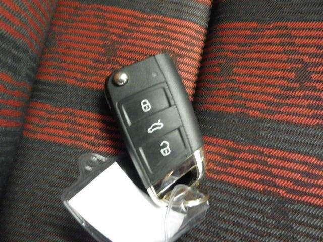 スマートキー1本付き!キーをポケットやカバンに入れておくだけでドアの施錠・開錠やエンジンスタートの操作が簡単です!