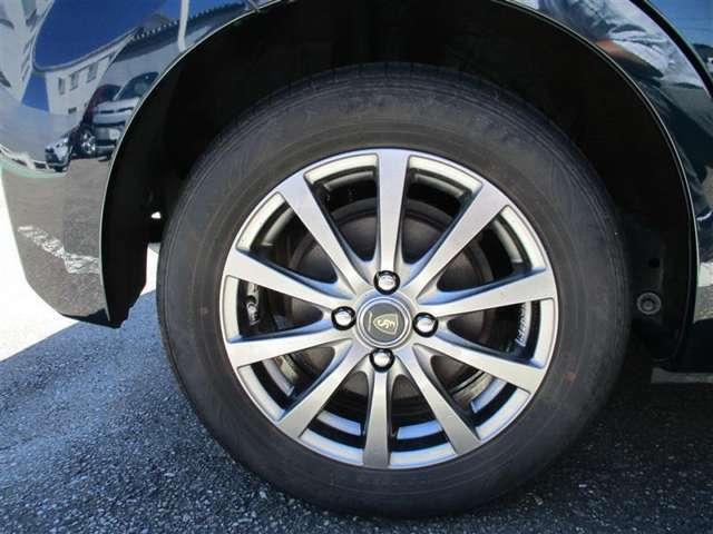 <タイヤ&ホイール> タイヤサイズ175/65R15の社外アルミホイールです。