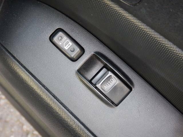 【運転席ドアパネル】バンには嬉しい運転席パワーウィンドースイッチです♪