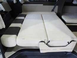 ベッド寸法は120cmX160cm(子供3名)になります。
