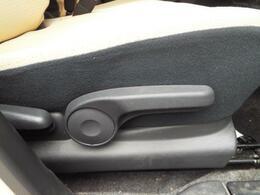 シートの高さを自由に調節できるシートリフター付き!」
