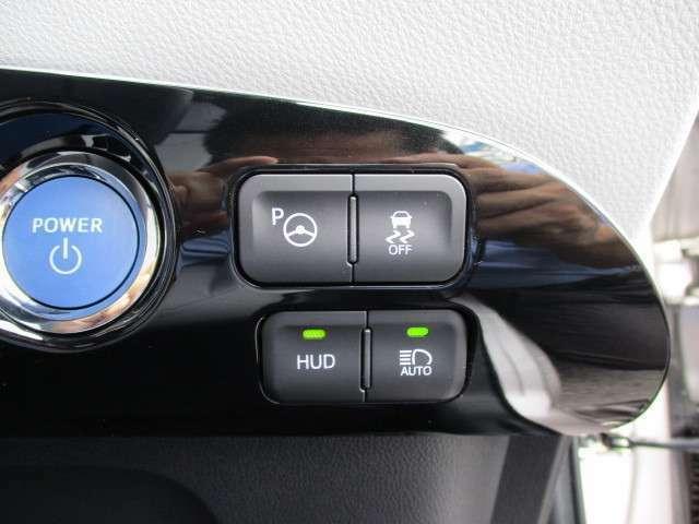 視界移動を減らしフロントガラスに車速等の情報を投影するヘッドアップディスプレイも装備しています!