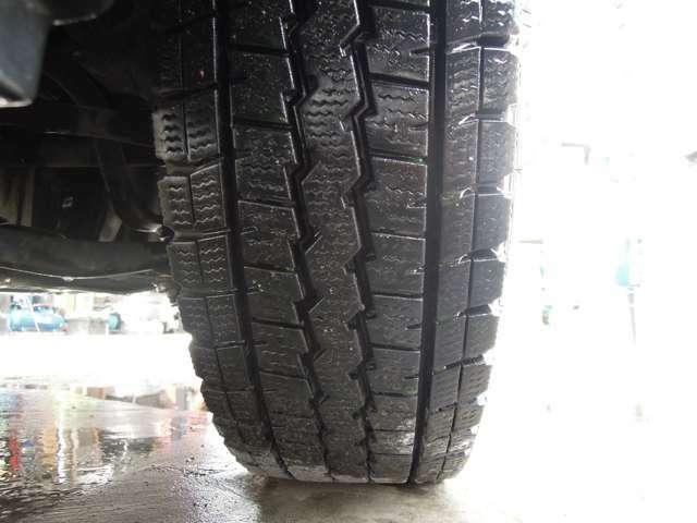 タイヤはたっぷり9分山になります!
