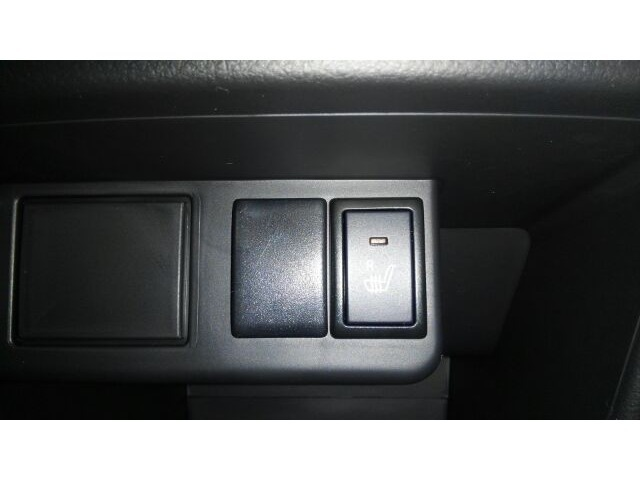 運転席にはシートヒーターが付いております★