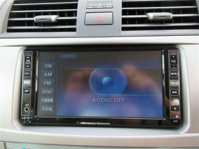 HDDナビを装備、AUX端子、DTV、DVD再生に対応しています。