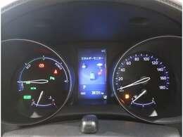センターのマルチインフォメーションディスプレイでリアルな車両情報を確認出来ます。