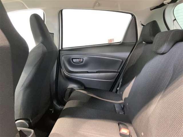 広々とした座席です♪シートバックがへこんでるので見た目よりもかなり広く感じます