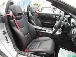 専用インテリア&専用スポーツシート付♪ 専用ブラック本革シート搭載♪ 高級感のある車内空間を演出してくれます♪