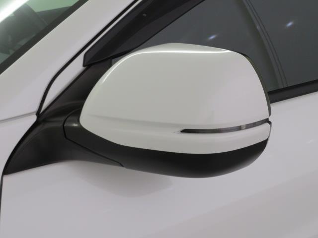 電動格納ドアミラーでせまい駐車場でも安心です!