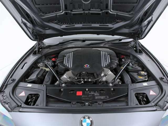 4400ccの専用チューニングV8ツインターボエンジン!最大550ps(カタログ値)を発生します!