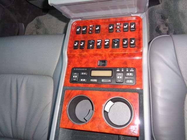 リアシート専用コントローラー装備
