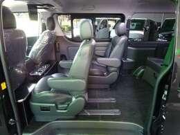 セカンドシートは単独スライドレール!後部座席への乗り入れもラクラク!