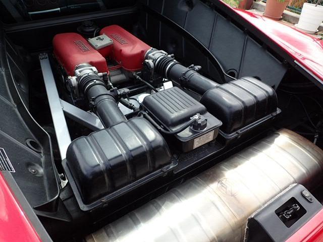 フェラーリ360モデナは、生産された16,244台の内ほとんどがセミオートマチック(F1マチック)が搭載されています。マニュアル(MT)変速機が搭載されているのは341台のみとなります。