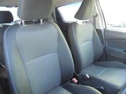 運転席脇にサイドブレーキがあるオーソドックススタイルです