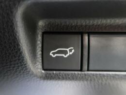 ◆【パワーバックドア】スマートキーや運転席のボタンを押すだけでリアゲートが自動でオープンします!