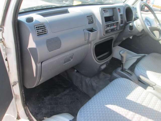 車両の状態は安心してお乗りいただけるよう、エンジン・ミッション・ブレーキ・エアコン・下回りの確認を済ませております。お問い合わせは通話料無料の【0066-9711-633433】まで。