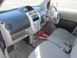 運転席も助手席も大きく目立つキズなどはありません。