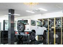 【新車保証付きで納車後も安心】新車販売だから新車保証が最長5年又は10万kmのメーカー保証付です。ご自宅近辺のディーラー様で保証修理やアフターサービスも受けれるので、遠方のお客様もご安心ください。
