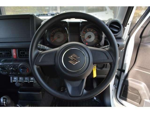 新車はオーディオレスの為、お好みのナビをインストール可能。また新車オーダーであればAT車でもご用意可能です。