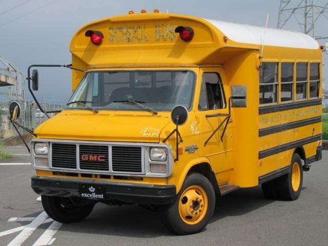 とてっも可愛いくてお洒落なスクールバスの入庫です(・∀・)!!キッチンカーやcafe、ショップの倉庫等使用に合わせて改装可能です。
