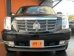 平成25年式(2013y)キャデラックエスカレードプラチナムAWD 4WD!正規ディーラー車!走行距離39000km!黒本革シート!リアエンターテイメントシステム付!純正ガラスサンルーフ付!