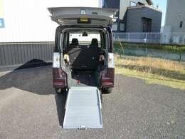 車いす用電動ウインチ付きリモコン操作!車いす固定装置付