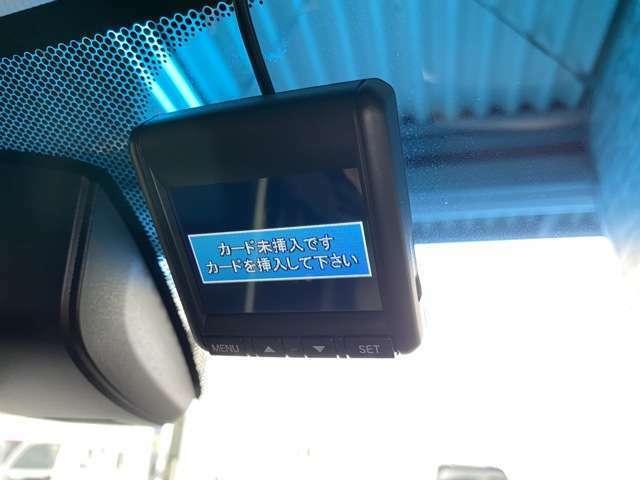 SDカードを入れるだけで録画してくれるドライブレコーダーが装備されており、もしもの時も安心です。