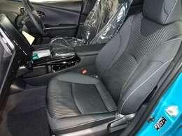 フロントシートです。程良い包まれ感で、ロングドライブでも疲れにくくなっています!